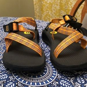 LIKE NEW- Women's Chaco sandals